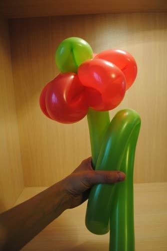Как сделать цветок из воздушных шариков
